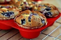 Berry muffins with white chocolate Ingredients: Lemon juice - 2 tsp. Flour - 260 g Baking White Chocolate Ingredients, Mixed Berry Muffins, White Chocolate Muffins, Mixed Berries, Yummy Cupcakes, Sweet Bread, I Love Food, Sweet Recipes, Sweet Tooth
