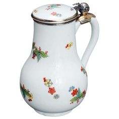 """Rare porcelain water jug by Meissen with gold plated """"Dresdener"""" mounts, Germany 1729-1730"""