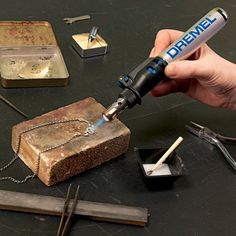 Dremel Versatip 2000 Cordless Butane Gas Soldering Iron Kit with 6 Interchangeable Pen Tips for Welding, Wood Burning, Pyrography, Jewellery Making Soldering Jewelry, Soldering Iron, Diy Jewelry Tools, Dremel Tool Projects, Dremel Ideas, Wood Projects, Dremel Bits, Dremel 300, Dremel Drill