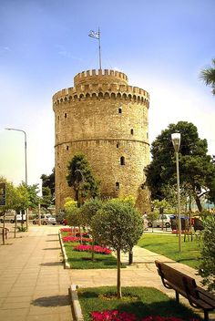 The White Tower of Thessaloniki (Greek: Leykos Pyrgos Lefkos Pyrgos; Ladino: Kuli Blanka) is a monument and museum on the waterfront of the city of Thessaloniki, capital of the region of Macedonia in northern Greece. Albania, Wonderful Places, Beautiful Places, Amazing Places, Places Around The World, Around The Worlds, Bulgaria, Republic Of Macedonia, Greek Beauty
