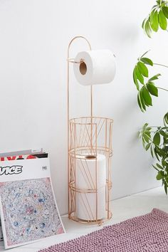 Beautiful DIY Toilet Paper Holder - Have you ever faced the situation where you wanted another toilet paper roll, but there was none present. This surely is a very difficult and embarras. Gold Room Decor, Rose Gold Decor, Gold Rooms, Gold Bedroom, Bedroom Decor, Diy Toilet Paper Holder, Toilet Roll Holder, Toilette Design, Copper Bathroom
