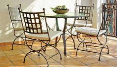 mobilier de jardin en fer forgé et mosaique- table ronde et chaises à patins