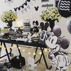 Olha os detalhes destas perfeições 😍👏💖@paulambolos • • • • • Bom dia! 🌺🍍🌴🏄‍♂️💕 Brigadeiros decorados para uma festa tropical 🌺… Theme Mickey, Minnie Mouse Theme Party, Mickey Mouse First Birthday, Baby Boy 1st Birthday Party, Mickey Mouse Parties, Mickey Party, 1st Boy Birthday, Baby Party, Classic Mickey Mouse