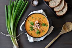 Rekesuppe med fersken og karri er smakfull og suppa er veldig enkel å lage. Den passer supert som en lett middag eller om man skal lage lunsj til mange. Thai Red Curry, Ethnic Recipes, Food, Essen, Meals, Yemek, Eten