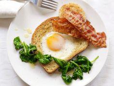 Broodje spiegelei met spinazie en spek - Libelle Lekker!