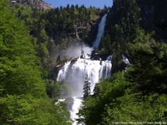 The waterfall of Ars in Aulus-les-Bains (Ariège) – Travel and Tourism Trends 2019 Road Trip France, France Travel, La Cascade, Beautiful Waterfalls, Science And Nature, Amazing Nature, Travel Around, Land Scape, Kayaking