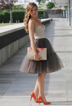 Es tan dulce y elegante, y a la vez tan sexy y original, falda de asos es increible
