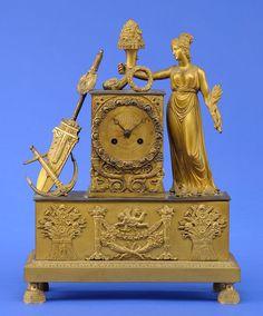 Pendule Frankreich, erstes Drittel 19. Jhdt. Bronze, vergoldet. Messingwerk mit Fadenaufhängung des Pendels und Schlag auf eine Glocke. H 39 cm