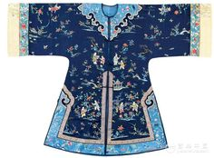 Woman's robe, late Qing Dynasty Chinese Embroidery, Vintage Embroidery, Japanese Coat, Chinese Style, Traditional Chinese, Chinese Collar, Chinese Clothing, Oriental Fashion, Antique Clothing