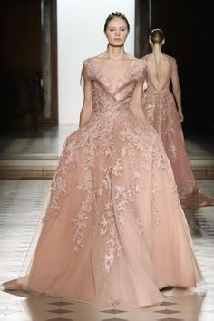 Tony Ward Spring 2018 Couture Fashion Show - The Impression Haute Couture Gowns, Style Couture, Couture Dresses, Couture Fashion, Fashion Show, Fashion Dresses, Emo Fashion, Lolita Fashion, Tony Ward