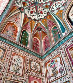 House of the rising sun, Exploring Rajasthan Jaipur –Sheesh Mahal - Hall of Mirrors wanaabeehere India Architecture, Ancient Greek Architecture, Beautiful Architecture, Beautiful Buildings, Interior Architecture, Interior And Exterior, Gothic Architecture, Hall Of Mirrors, Hand Painted Walls