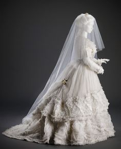 c.1870 wedding gown, courtesy of the Cincinnati Art Museum.