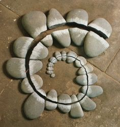 """Broken Pebbles"" Andy Goldsworthy"