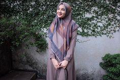 Street Hijab Fashion, Abaya Fashion, Muslim Fashion, Denim Fashion, Modest Fashion, Fashion Photo, Fashion Outfits, Womens Fashion, Muslim Hijab