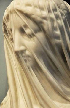 The Veiled Virgin is a Carrara marble statue carved in Rome by Italian sculptor Giovanni Strazza The illusion of transparent cloth from marble Sculpture Du Bernin, Bernini Sculpture, Stone Sculpture, Metal Sculptures, Abstract Sculpture, Amazing Art, Awesome, Renaissance, Sculpting