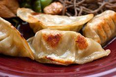( ^o^ ) Gyoza China Food, Snack Recipes, Cooking Recipes, International Recipes, Gnocchi, No Cook Meals, Asian Recipes, Family Meals, Food Inspiration