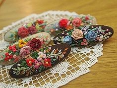 Floral Embroidery, Cross Stitch Embroidery, Felt Hair Accessories, Mini Craft, Flower Making, Crafts To Make, Hair Pins, Needlework, Beaded Jewelry