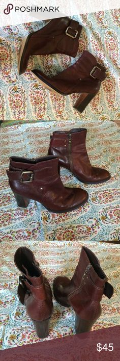 Nine West boots Classic chic leather Nine West boots. Inside zipper with outer decorative buckle. Bronze hardware color. Shows some wear but overall great condition. Heal height 3.5. Perfect to throw on and look good! Nine West Shoes Heeled Boots