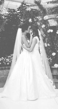 White wedding ;-) Have your first #lesbian #date on www.firstlesbiandate.com Join #free