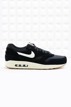 the best attitude 6a0b0 42b04 Nike Air Max 1 Essential Suede Trainers in Black