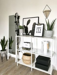 Inspiring studio work spaces to aid reflection and motivation for Karen Gilbert. Room Ideas Bedroom, Decor Room, Bedroom Decor, Home Room Design, Living Room Designs, House Design, Home Living Room, Living Room Decor, First Apartment Decorating