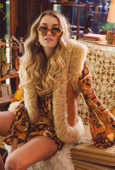 Jewls Mode Hippie Boho Ideen für 2019 The Guide to Maternity Clothes Maternity clo 70s Inspired Fashion, 60s And 70s Fashion, Trendy Fashion, Winter Fashion, Fashion Trends, 70s Disco Fashion, 70s Hippie Fashion, 70s Women Fashion, Seventies Fashion
