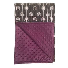 BayB Brand Minky Dot Blankets make the perfect snuggle spot for your little ones. Each BayB Brand Blanket is made of the highest quality cotton and polyester fabrics, the perfect addition to any carse