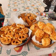 Hungarian Recipes, Muffin, Cookies, Breakfast, Food, Crack Crackers, Morning Coffee, Eten, Cookie Recipes