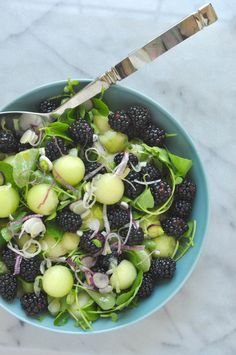 15 minutes · Vegetarian Gluten free Paleo · Serves 4 · This recipe for a honeydew melon and blackberry salad with watercress and red spring onions is a delightfully flavorful and unique salad. Healthy Potluck, Healthy Snacks, Healthy Eating, Diet Snacks, Healthy Summer, Melon Recipes, Summer Recipes, Salad Recipes, Honeydew Recipes