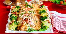 Läckert för många – lax med saffranssås – recept   Allas Recept Pasta Salad, Cobb Salad, Broccoli, Meat, Chicken, Vegetables, Ethnic Recipes, Lchf, Festive