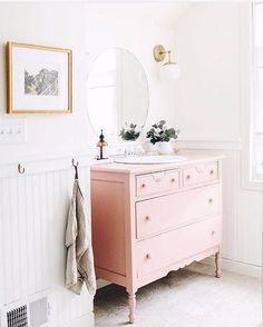 19 Super Ideas For Bath Room Pink Vanity Vintage Dressers Bad Inspiration, Bathroom Inspiration, Home Interior, Interior Styling, Interior Modern, Pink Vanity, Painted Vanity, Home And Deco, Home Living