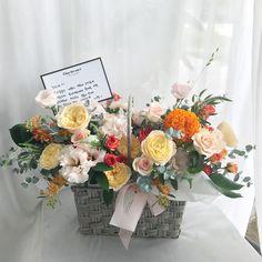 Flower Basket, Flower Boxes, My Flower, Basket Flower Arrangements, Floral Arrangements, Church Wedding, Silk Flowers, Flower Designs, Floral Design