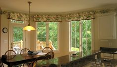 Cheery floral window drapery Valances with matching wall paper border, Schumacher print; Oakton, Va.; www.goldeninteriors.com