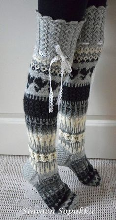 'Anelmaiset' is knee high wool socks with patterns, lace, flowers and other beautiful decorations created by Anelma Kervinen. Wool Socks, Knitting Socks, Hand Knitting, Mode Crochet, Knit Crochet, Knitting Projects, Crochet Projects, Knitting Patterns, Crochet Patterns