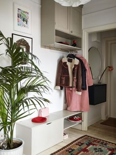 I like this organization Apartment Inspiration, Bedroom Design, Room Inspiration, Interior, Hallway Inspiration, Home Decor, Eclectic Home, House Interior, Home Deco