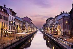 I Navigli Milano, un sistema di canali navigabili, danno il loro nome al quartiere della città. Il quartiere milanese sta riscoprendo oggi un nuovo e forte impulso. E' il centro della movida della città e di una nuova visione ecologica e sostenibile: Milano città d'acqua. Uno spazio ricco di attività e negozi vintage, locali e ristorantini, dove incontrarsi per un aperitivo. Le serate ai Navigli Milano iniziano con sfiziosi aperitivi per continuare con la musica dal vivo gustando le…