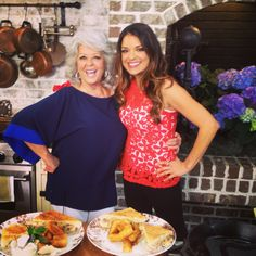 ❤ Paula Deen! Sabrina Soto, Bionic Woman, Southern Women, Entertainment Tonight, Paula Deen, Delicious Dishes, Celebs, Celebrities, Light Recipes