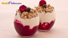 Coppette di yogurt e frutti di bosco