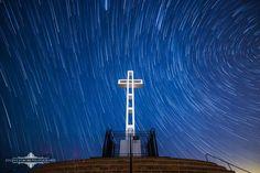 Star trails behind the cross on Mount Soledad, San Diego. Evgeny Yorobe Photography.
