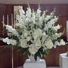 Alter Flowers for a white wedding