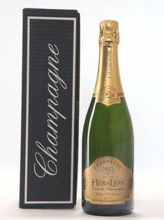 Champagne HeraLion Eclat d'Or Réserve Brut Cœur de Champagne. Cette cuvée exceptionnelle Eclat d'Or Réserve Brut est composée des trois cépages, le Pinot Meunier, le Chardonnay, et le Pinot noir. Champagne, Pinot Noir, Drinks, Bottle, Getting Old, Drinking, Beverages, Flask, Drink