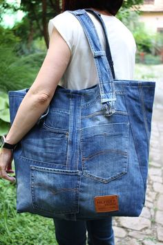 XXL Denim bag Weekender bag Festival bag Beach bag Recycle art Jean Bag Na Denim Tote Bags, Denim Handbags, Denim Purse, Denim Bags From Jeans, Diy Jeans, Artisanats Denim, Blue Denim, Jean Diy, Sac Week End
