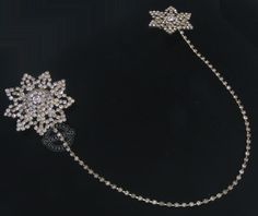 Our Beautiful Brooch  by Indiatrend. Shop Now at WWW.INDIATRENDSHOP.COM