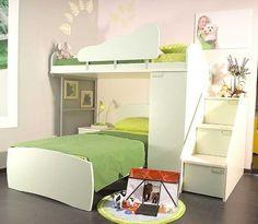 das richtige hochbett mit treppe im kinderzimmer grüne bettdecken