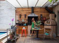 casa-arquiteta-selma-de-sa-moreira-area-externa-churrasqueira-piscina-jardim (Foto: Lufe Gomes/Editora Globo)