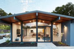 A Palo Alto Eichler Remodel by Klopf Architecture Photography 2018 Mariko Reed Klopf Architecture have completely remodeled this once dark Eichler house in Palo Alto California creating a nbsp hellip Casa Eichler, Clad Home, Moderne Pools, Dark House, Modern Exterior, Mid Century House, Modern House Design, Modern Houses, Midcentury Modern