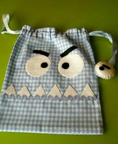 Cute monster bag - inspiration only :) Sewing Projects For Kids, Sewing Crafts, Cute Crafts, Diy And Crafts, Operation Shoebox, Patchwork Bags, Fabric Bags, Kids Bags, Baby Quilts