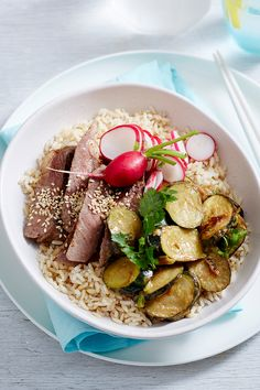 This tasty bowl sure packs a nutritional punch! With high-in-fibre brown rice, protein-packed steak and a healthy serve of veg, it makes a great pick for easy family dinners that will satisfy. Rice Bowls, Rice Dishes, Sauteed Zucchini, Easy Family Dinners, Chicken Stir Fry, Brown Rice, Rice Recipes, Punch, Steak