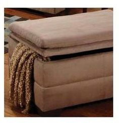 United Furniture Industries 6565-095 Luna Mineral Storage Ottoman
