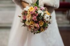 Ramo de novia tonos pastel flor variada.